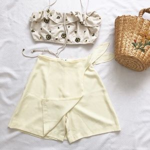 Vintage pale yellow/tan short size: